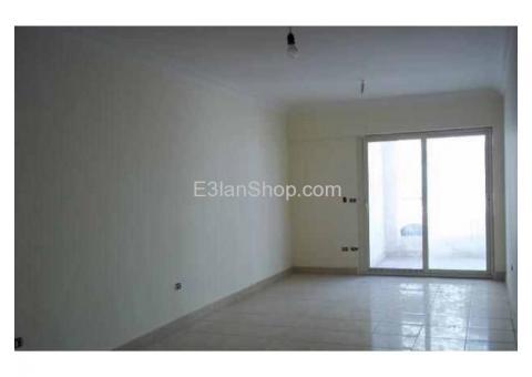 شقة للايجار بموقع متميز على شارع رئيسى بزهراء المعادى تصلح للشركات والمكاتب