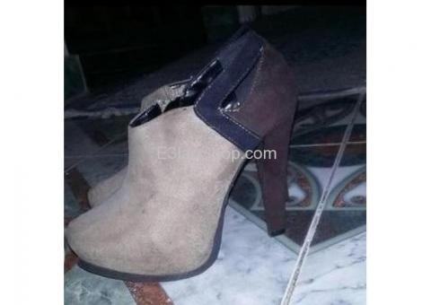حذاء بكعب للبيع