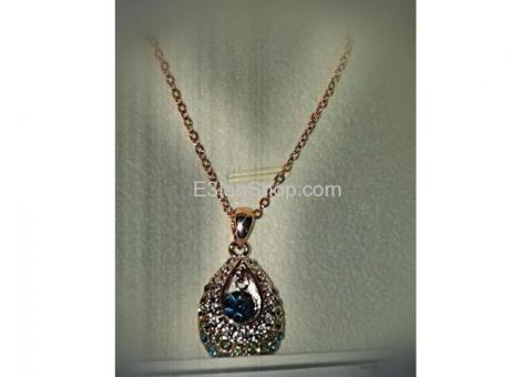 سلسلة من اكبر متجر لبيع مجوهرات فى العالم nina box..rose necklace