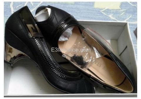 حذاء حريمي للبيع لن يلبس ولا مره